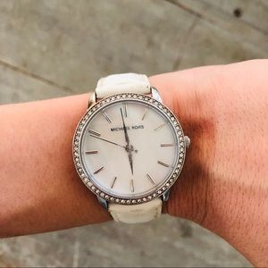 ♥️ Michael Kors ♥️ White Leather Watch